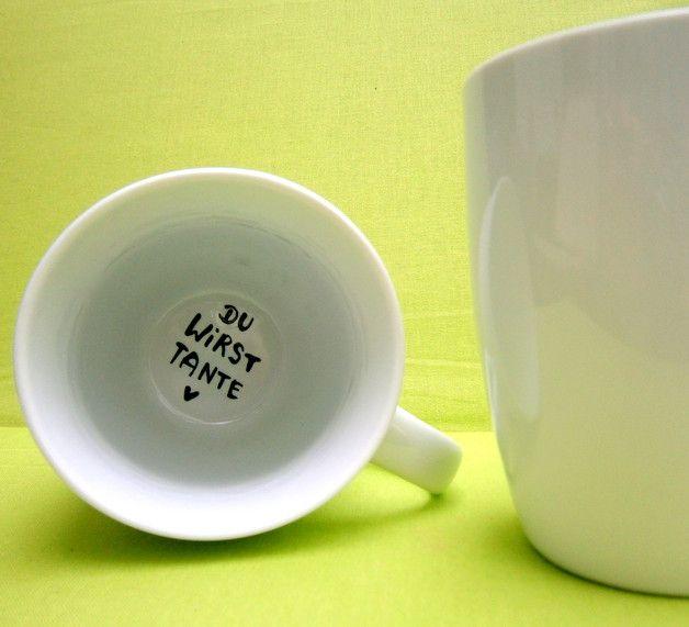 """_*Hoch Die Tassen*_ Liebevoll gestaltete Tasse ++++++++++++++ ★ geschütztes Design ★ +++++++++++++++++++++ auf dem Grund der Tasse steht die frohe Botschaft : *"""" Du wirst TANTE """"*..."""