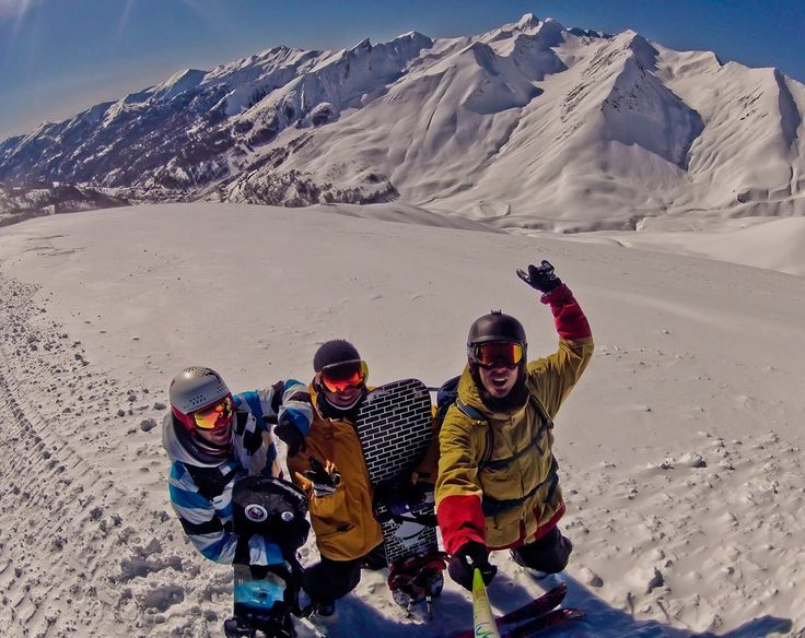 Greetings humans !  #mountains #deepbreath #snowboard #offpiste #powpow
