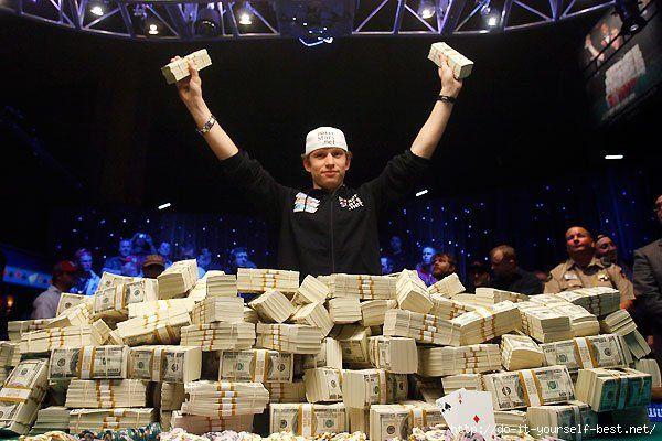 Самые крупные выигрыши в казино  Первое место занял программист из Лос-Анджелеса, ему было всего 25 лет. Ему посчастливилось выиграть сумму в свыше 39 млн. долларов. События происходили в 2003-м. На 2-м месте оказался Элмер Шервин, 92-х летний гражданин США, в прошлом летчик ВВС США, родом из Огайо. Сумма его выигрыша - чуть больше 21 млн. долларов. Счастливый случай для пенсионера произошёл в 2005-м. И наконец, 3-е место завоевала обычная женщина, которая приехала в Лас-Вегас - Эми…