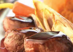 Gebakken reefilet met mousse van zoete aardappelen, jus met zoethout en witlof