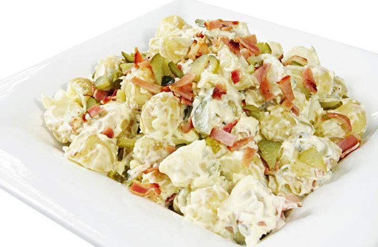 Fetás csirkesaláta, sok zöldséggel és fincsi öntettel – ha gyors és laktató főételre vágysz ezt imádni fogod