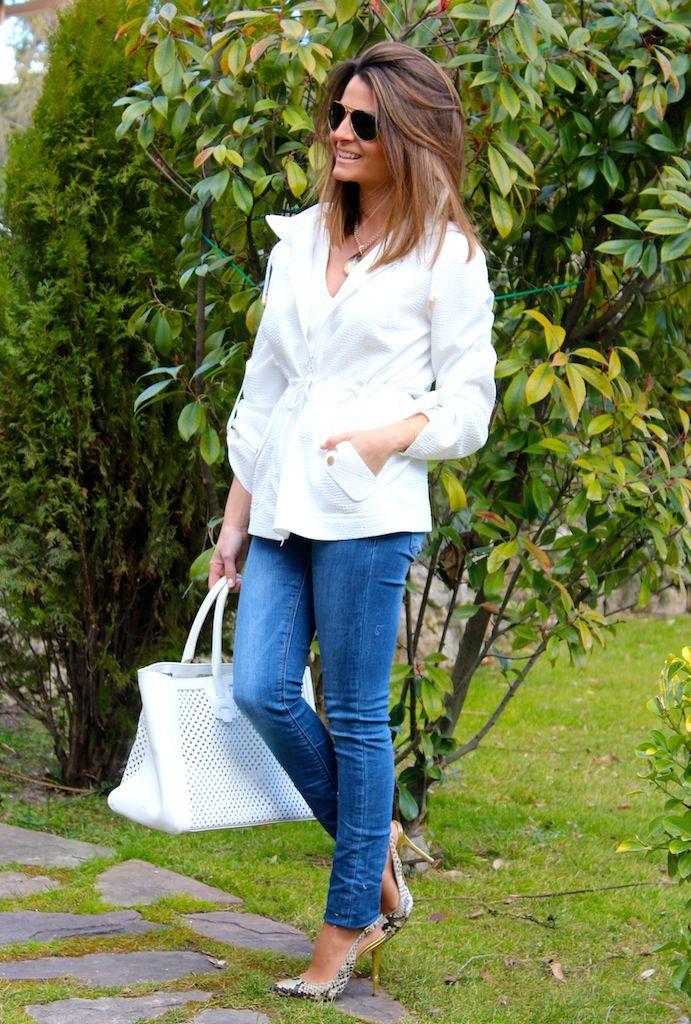 Fashion and Style Blog / Blog de Moda . Post: Sales : A stylish raincoat / Un chubasquero estiloso .More pictures on/ Más fotos en : http://www.ohmylooks.com/?p=26442 .Llevo/I wear:  Coat / Chubasquero : Oh My Looks Shop (info@ohmylooks.com) ; Jeans : Zara ; Sunglasses 7 Gafas de sol : Porsche via Rodenstock ; Bag/bolso : Furla ; Shoes/Zapatos : Pilar Burgos Limited Edition