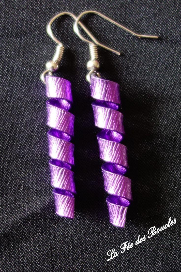 Boucles d'oreille torsadées et striées en fil aluminium violet