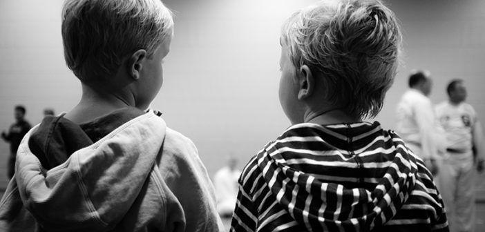 Vliv společného spaní na starší děti. V minulém článku jsme si ukázali výhody společného spaní s nemluvňaty a v dnešním článku si ukážeme nevýhody, pokud jsou už děti větší.