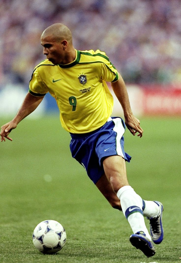@CBF Ronaldo Nazário de Lima #9ine Brazil ,made scoring goals look effortless. best striker ever there will never be another that comes close.