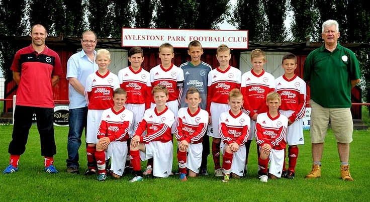 As featured on our Favourite Work board, this was the team shot taken and displayed on the home page of the Fosse Shopping Centre Website following their sponsorship of the Aylestone Park Under 12's Side.  This Adidas Kit was produced by MDH Teamwear in the summer of 2012 and was warmly received by the team who l'm sure you agree look great in their kit!  Rights for this photo are owned by Fosse Park Shopping Centre.