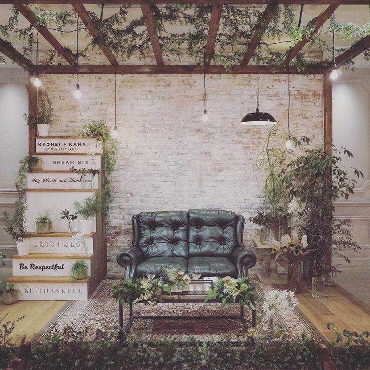 バンケット。 Cool beauty らしい甘くないかっこいい空間。 テーブル装飾は、透明感たっぷりで 彼女の清らかさが表現されてます。 Decoration by @harada.tsg Props by @shinotsuka.tsg #trunkbyshotogallery #ウェディング #結婚式 #結婚式場 #オリジナル #ウェディングフォト #ペーパーアイテム #プレ花嫁 #結婚式準備 #ウェディングアイテム #ブライダル #卒花嫁 #2017夏婚 #2017秋婚 #2017冬婚 #2018春婚 #バンケット #披露宴 #パーティスタイル #インテリア #男前インテリア #coolbeauty #カウチソファ #レザーソファ
