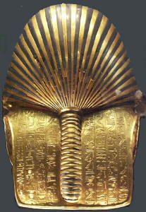 Chambre funéraire - masque - le dos du masque est orné de hiéroglyphes