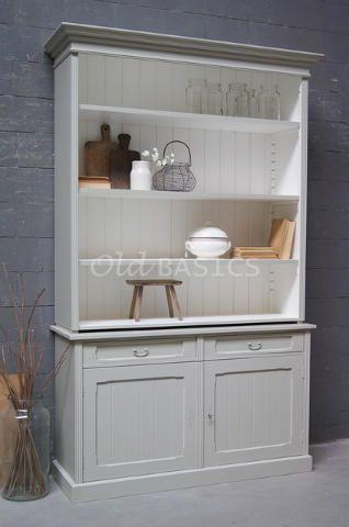 Boekenkast Alain 10032 - Hoge boekenkast in een grijze kleur. De stijlvolle landelijke kast heeft een legplank achter de dichte deuren. MAATWERKDit meubel is handgemaakt en -geschilderd. De kast kan in vrijwel elke gewenste maat, indeling en RAL-kleur worden nabesteld. Benieuwd naar de mogelijkheden? Kom eens langs, of neem contact met ons op. Wij maken vrijblijvend een offerte voor het meubel van uw voorkeur!