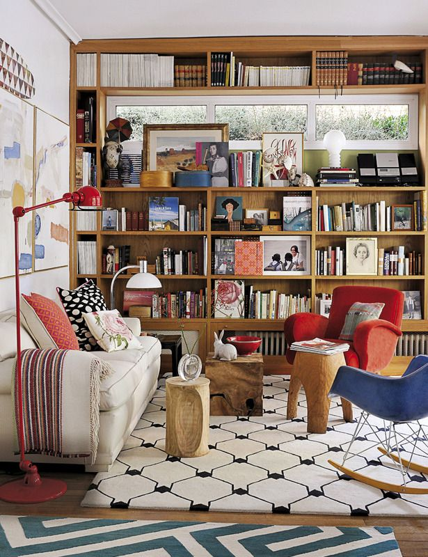 La casa de la directora de Elle Decor España - ELLE.ES THE HOUSE OF THE DIRECTOR OF ELLE DECOR SPAIN | Lovely small lining room!