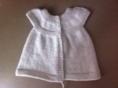 Patron d'une petite robe au tricot - tuto gratuit