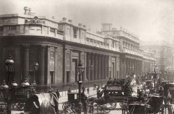 Bank Of England  circa 1890:  The Bank of England in Threadneedle Street, London.  (Photo by London Stereoscopic Company/Getty Images).