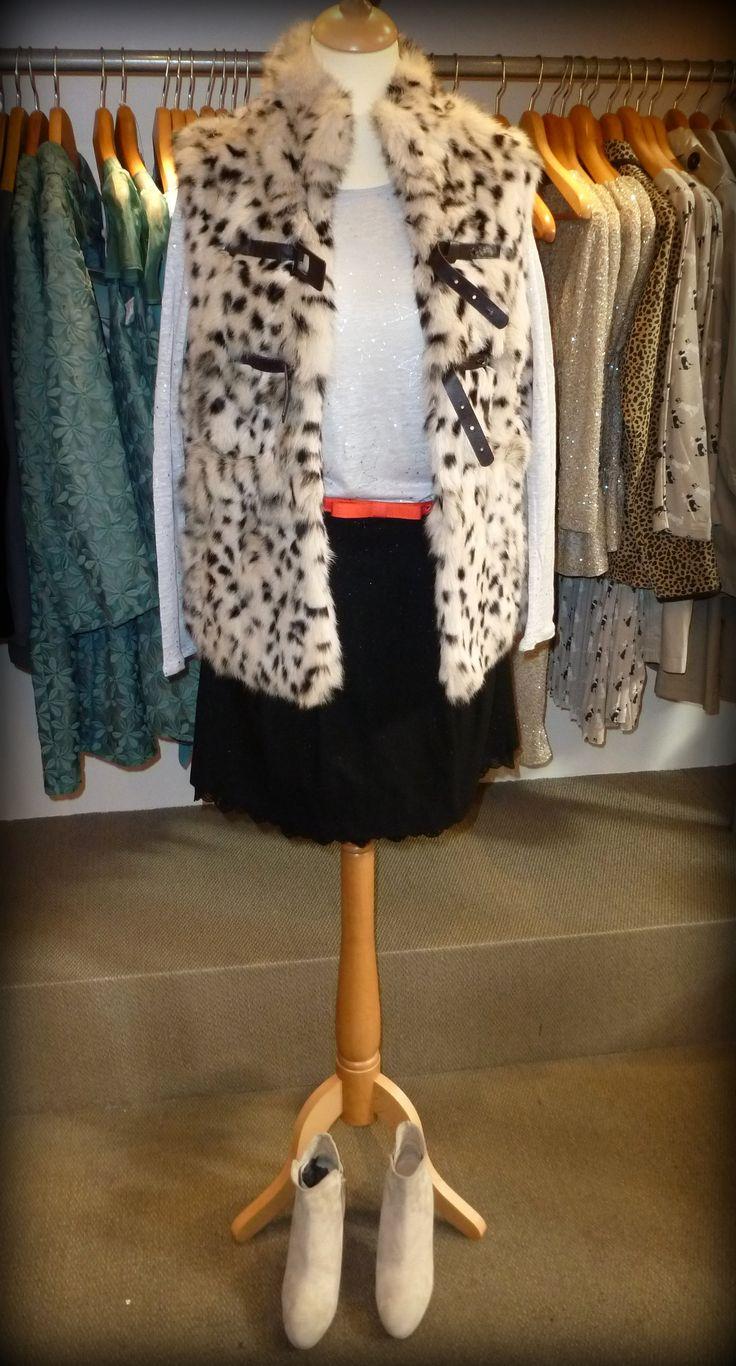 """LOOK #4 - """"Print Invernal"""" - Falda y camiseta de @NAF NAF España . Chaleco y botines de @Hoss Intropia . http://conlaede.wordpress.com/2013/09/27/primeras-propuestas-de-otono/"""