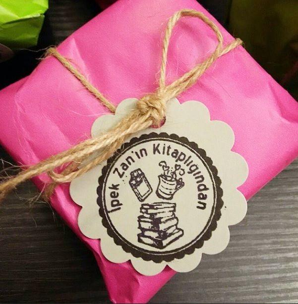 Kitaplarınız ve davetiyeleriniz için kaşe tasarımı. #kitap #kitapkurdu #kitapyurdu #kaşe #mühür #mühür #stamp #davetiye #gelin #gelinlik #kafkaokur #öğretmen #ogretmen #kahve #çikolata #ödev #kpss