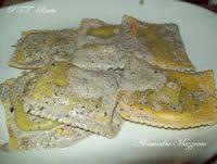 Ravioli con tartufo nero e crema al pecorino | Ricetta