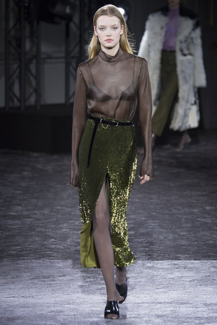 http://www.vogue.com/fashion-shows/fall-2016-ready-to-wear/nina-ricci/slideshow/collection