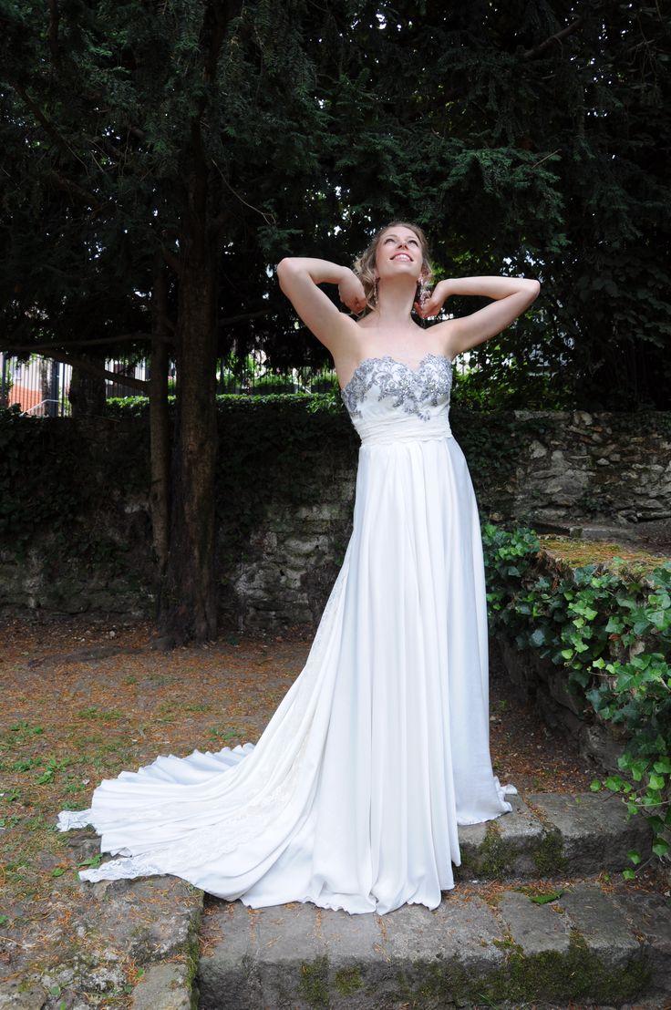 robe de mari e fluide en cr pe de soie lav avec broderie