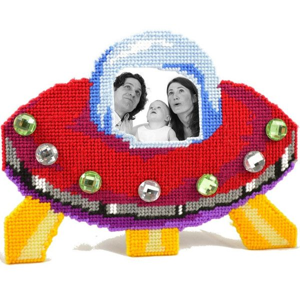 UFO photo frame gift idea. plastic canvas kits and supplies. Perfect gift for any scifi fan or abductee.