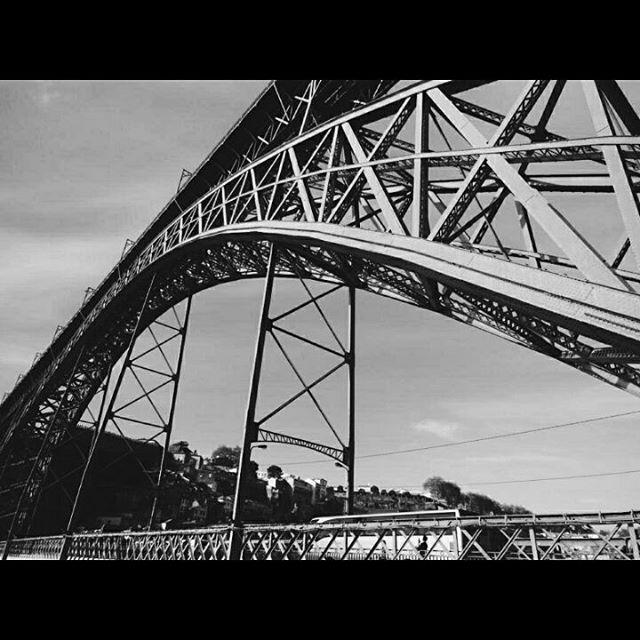 Alucinantes obras de arquitectura que podemos ver en el crucero de los 6 puentes de #Oporto http://bit.ly/1MdbLek