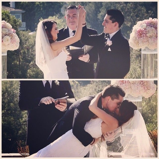 Here's how you start off a marriage...A high five followed by a killer first kiss! wedding day ceremony
