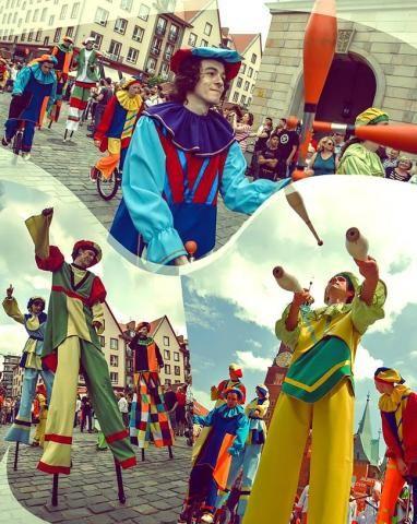 cykliczne festyny warszawskie, np.: Święto Francji – szczudlarze przebrani za mimów, Wieże Eiffle'a etc; Święto Saskiej Kępy – szczudlarze przechadzający się ul. Francuską w kostiumach clown'ów, żonglujący, z flagami bądź w tematyce wyznaczonej przez Zarząd dzielnicy; Piknik Naukowy – naukowcy na szczudłach prezentujący proste eksperymenty naukowe, bądź rozdający ulotki, balony etc;  Noc Muzeów (?)
