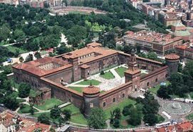 MILANO - Castello Sforzesco.jpg Milano Giorno e Notte - We Love You! http://www.milanogiornoenotte.com