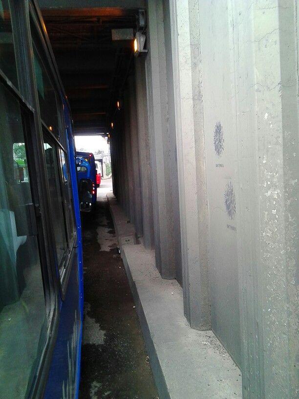 Tunel de la calle carrera carrera 9 pasando por debajo de la calle 100.