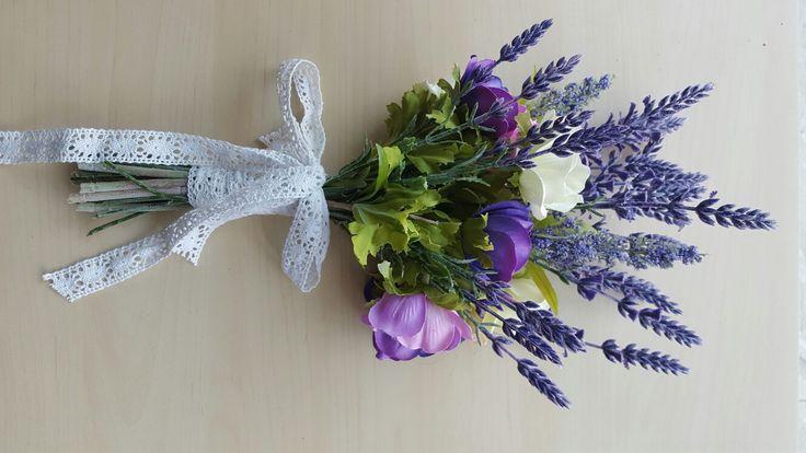 Bridal bouquet con lavanda e anemoni