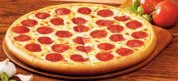 Πίτσα πεπερόνι του φοιτητή με βασική ζύμη