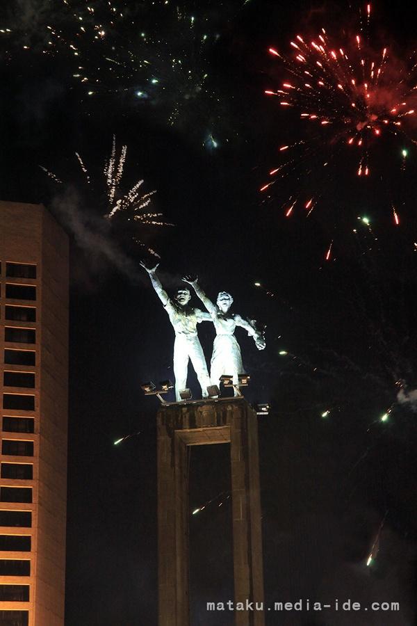 Fireworks in Bunderan Hotel Indonesia by @Pitra Satvika, via 500px