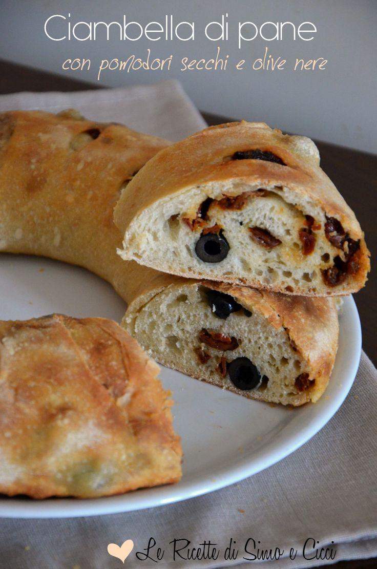 Ciambella di pane con pomodori secchi e olive nere