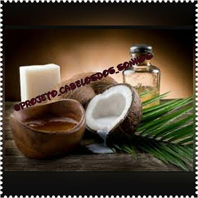 ☀ Para que serve o óleo de coco? ☀  Além dos variados benefícios para a saúde, o óleo de coco é um ingrediente de muitos produtos de cosméticos. Existem muitos produtos cosméticos à base de óleo de coco: produtos de banho, para o cabelo, maquiagens, cremes de barbear, bronzeadores e outros tantos produtos para e pele. Ele é uma fonte de vitamina E, que tem um grande poder hidratante. O óleo de coco é bom hidratante para a pele e os cabelos Além de auxiliar no tratamento de algumas doenças de…