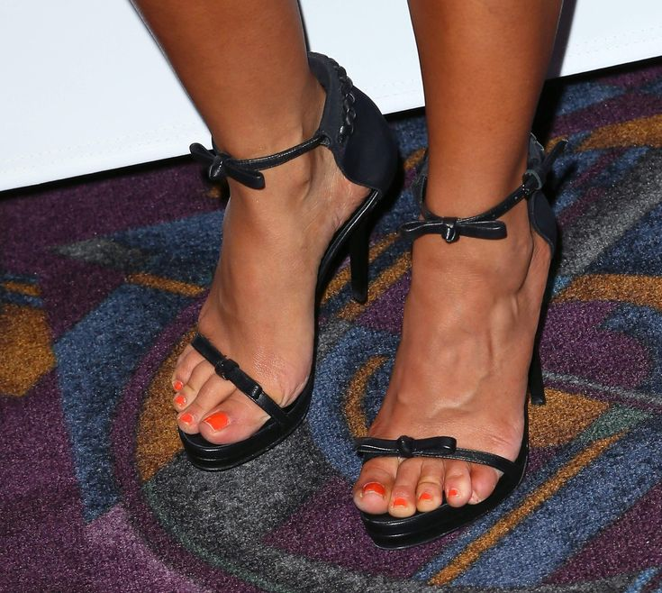 Sarah Shahi Feet | really?? gorgeous????? her or her feet ...