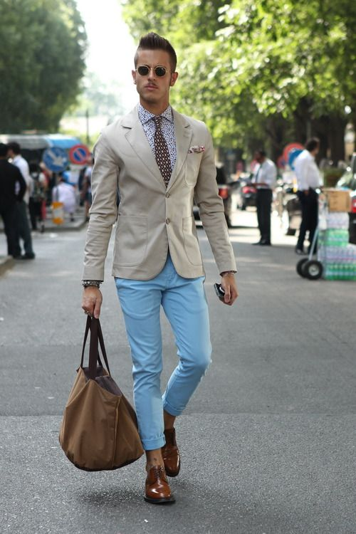 An interesting splash of sky blue was spotted yesterday at #MFW, seen blended with a beige blazer and to top it off…a perfect print clash shirt and tie combination.