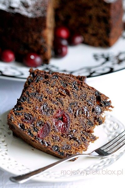 "Christmas Fruit Cake {pieczone na ostatnią chwilę} ~ The traditional British Christmas cake. ""Cake came out moist and slightly sticky from the fruit...delicious."" Cake recipe comes from The Australian Women's Weekly. (Recipe is in Polish. Use Google Translate.) #Christmas #oldfashioned #cake #recipe"