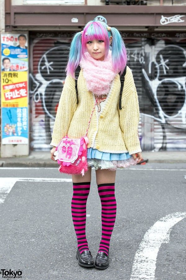 Colomo is a 19-year-old girl with pastel hair in twintails – and an anime-inspired ahoge – who we met on the street in Harajuku.