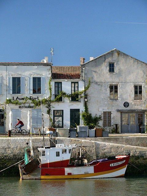 En la Isla de Ré, isla costera francesa situada en el Océano Atlántico frente a La Rochelle, en el departamento de Charente Marítimo.