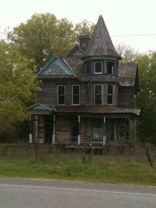 23 best old houses in north carolina images on pinterest for Famous haunted houses for sale
