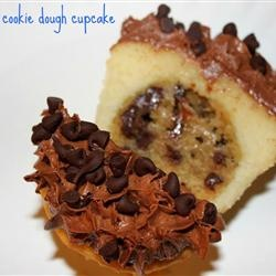Chocolate Chip Cookie Dough Cupcake = The BEST Cupcake. Ever ...