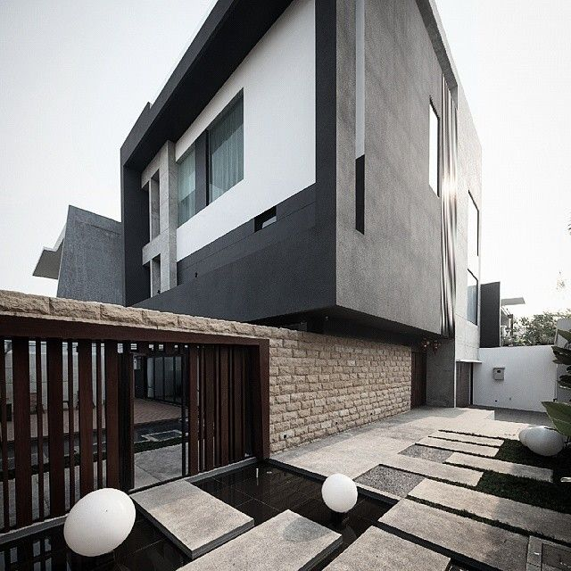 S+I House #architecture #arsitektur #interior #dphsarchitects #sihouse #rumah #casa #arquitectura #modern #contemporary #kontemporer #design #desain #proyek #project #sitevisit #construction #finishing #facade #picoftheday #house #archdaily #instagood #instadaily #instalovers #setting #architecturelovers #architectureporn #vsco #vscocam