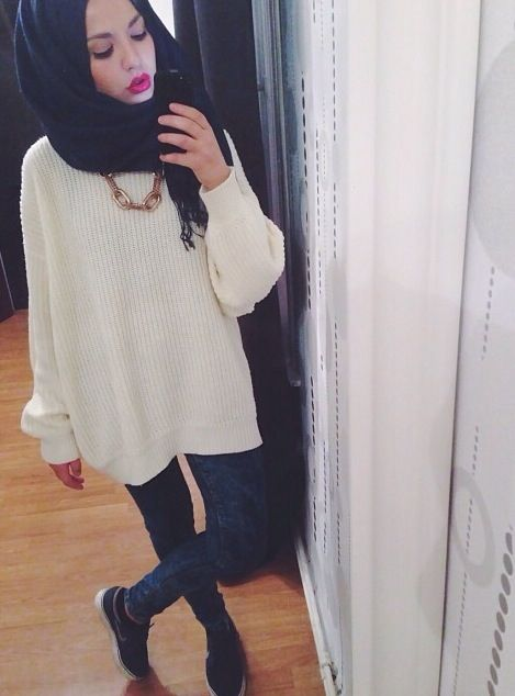 Oversized white sweater || skinnies || love her scarf style and makeup IG: sunwithoutaflame