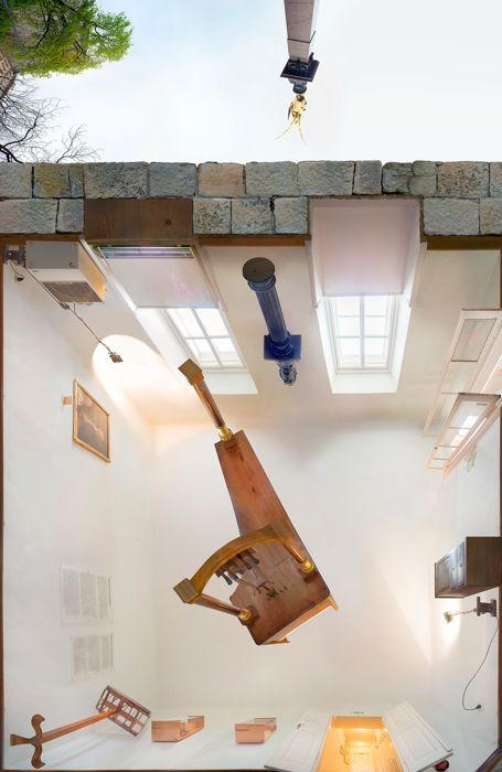 """Michael H. Rohde - Beethoven-Haus-Wenen uit de serie: van onderen  Michael H. Rohde ( 27 juli 1960) woont en werkt in Berlijn40 x 26 x 2 cm (HxBxD) ondertekend door de hand op de rug foto-montage en spacers achterop.2017Editie 8/250  2 a.p.WN2898Gepigmenteerde inkt-jet afdrukken op papier van Ilford Galerie smooth gloss & 4mm Alu-DibondConditie: nieuwWeergave van een werkelijke museum.Geleverd in stevige houten verpakking.""""Beethoven Pasqualatihaus""""Mölkerbastei 81010 Wenen-Deze klassiek…"""
