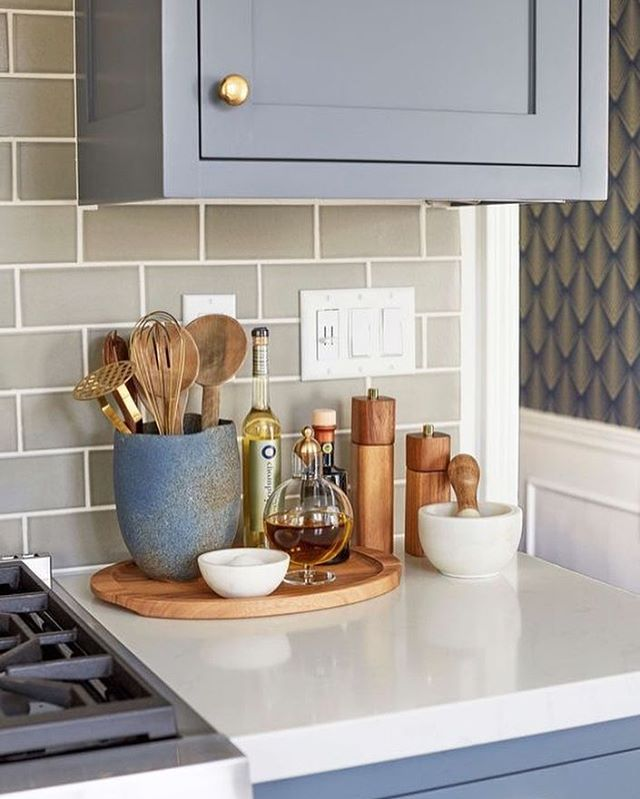 Keeping Your Kitchen Counters Organized Doesn T Mean Tucking Everything Away Into A Cabinet Use A Wooden Kitchen Counter Decor Renters Kitchen Rental Kitchen