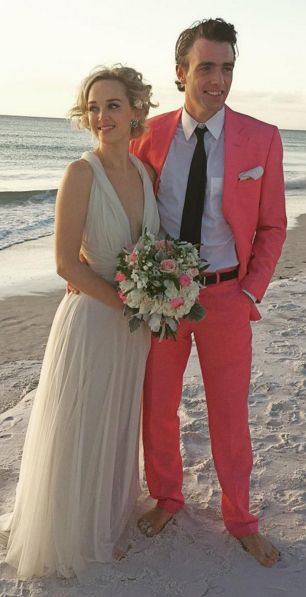 Jess Weixler's Gorgeous Wedding Gown Might Just Convince You to Get Married by the Sea: