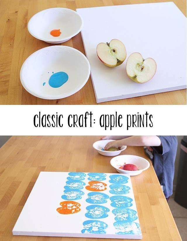 such a simple and classic summer craft - kids paint with vegetables like these apples. Ik vind dit heel mooi omdat het met een appel is gemaakt. het geeft een soort modern gevoel. en het gebruik van kleur is heel mooi in combinatie vind ik.