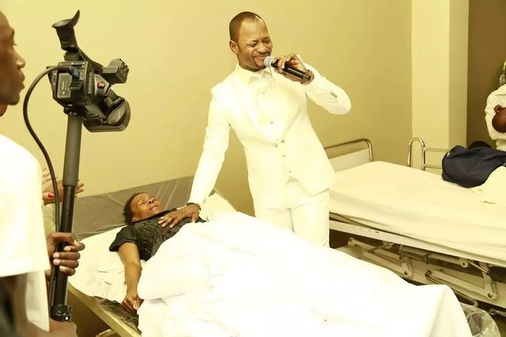 Pastor Alph Lukau has caused a lot of online drama recently after posting photos healing sick patients   -Social media wasn't buying he...