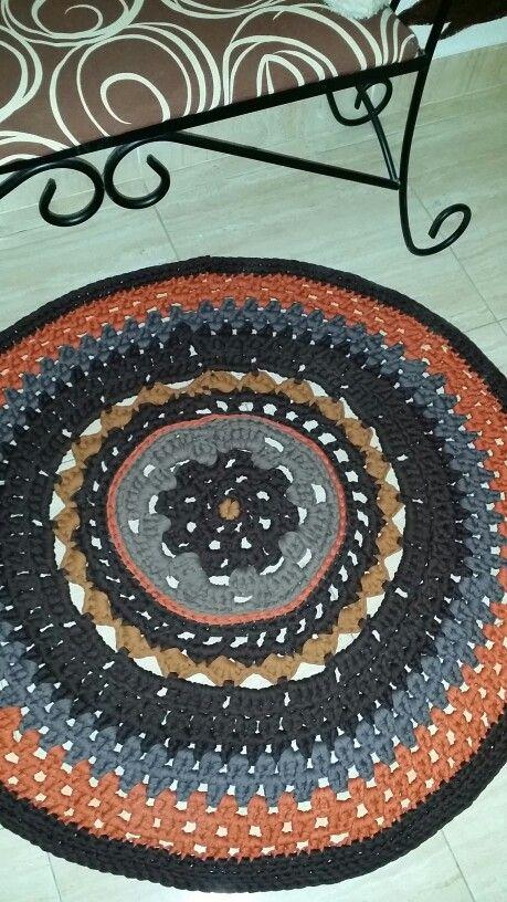 Otra alfombra terminada de trapillo
