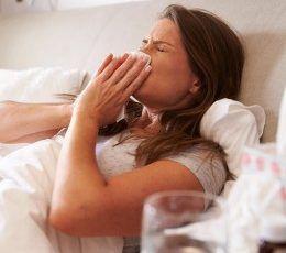 Les 8 huiles essentielles indispensables pour l'hiver ! #huiles essentielles #hiver #virus #maladies #saison #grippe #bronchite #rhume #remedes #naturels