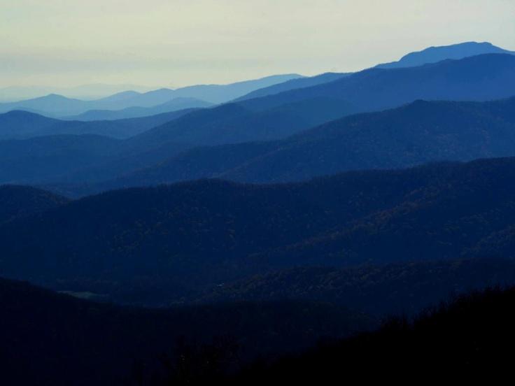 Zondag 11 november: Het Blue Ridge-gebergte kleurt blauw in het National Park in Virginia, Verenigde Staten.