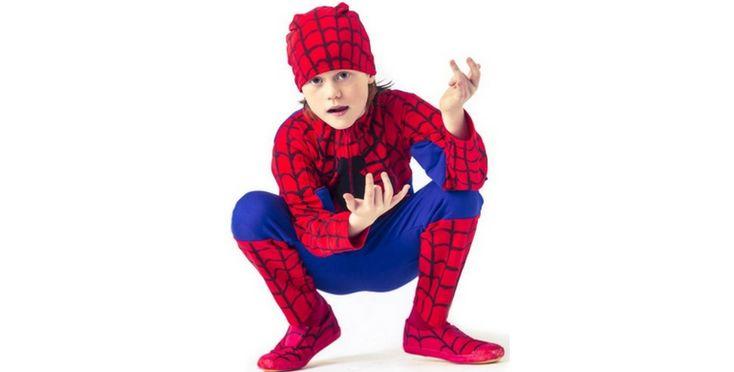 Aangezien het bijna carnaval is, willen we jullie graag blij maken met een leuk patroon! Namelijk het Spiderman patroon, in de maten 104 t/m 146. Dit spiderman-pak is op de rode stof beschilderd met penseel en textielverf. De spin is een applicatie van een restje katoen en band voor de poten. In de blauwe pandjes...